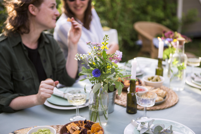 Zalige zomeravonden: tips voor een tuinfeest in 't groen